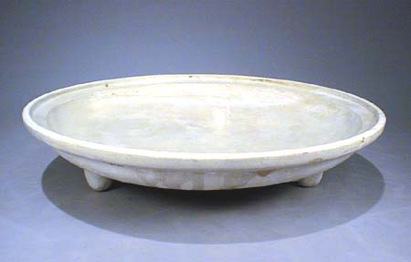 Magnificent White Glazed Tripod Plate, Tang Dynast