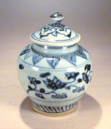 Ming dynasty  blue & white cover jar, 16th C.